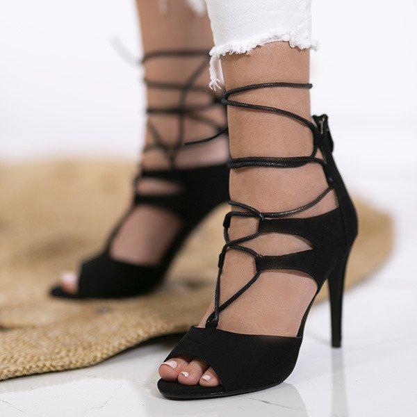 2876d6dc Letni i elegancki model dopełnia wiązanie wokół kostki. Czarne sandały na  szpilce z wiązaniami Lyn - Obuwie Kliknij, aby powiększyć ...