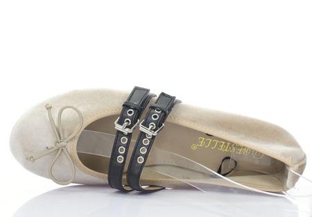 Beżowe baleriny wiązane tasiemką Serelinna - Obuwie