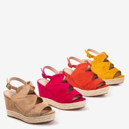 Beżowe sandały damskie na koturnie Orsa - Obuwie