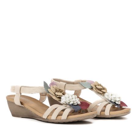 Beżowe  sandały na koturnie z ozdobnymi kwiatkami Dormina - Obuwie