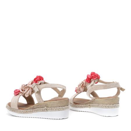 Beżowe sandały na niskiej koturnie z ozdobami Florensia - Obuwie
