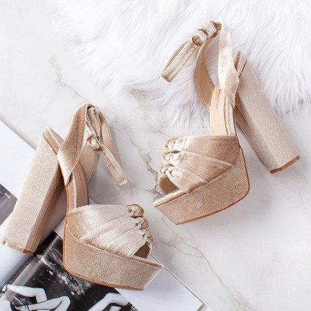 Beżowe sandały na słupku Scarrea - Obuwie