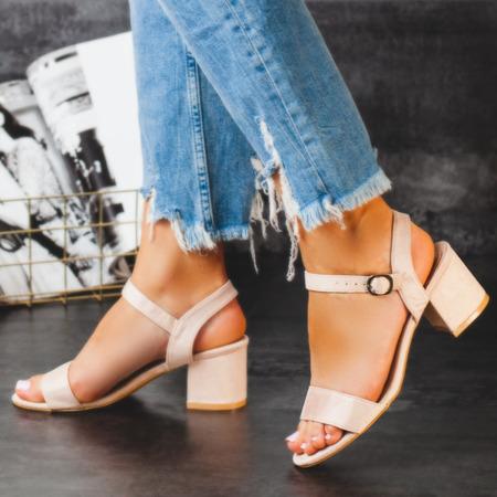 Beżowe sandały na słupku Sula - Obuwie