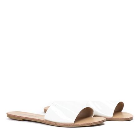 Białe klapki na płaskiej podeszwie Austis - Obuwie