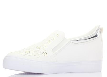 Białe, sportowe trampki typu slip-on - Obuwie
