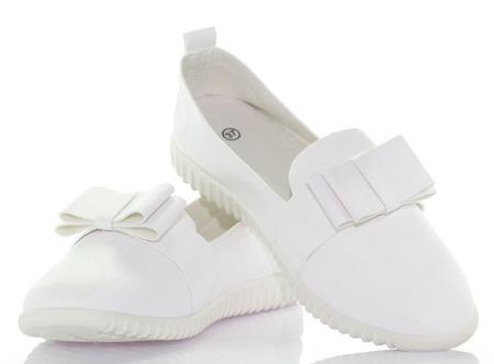 Białe trampki z kokardką - Obuwie
