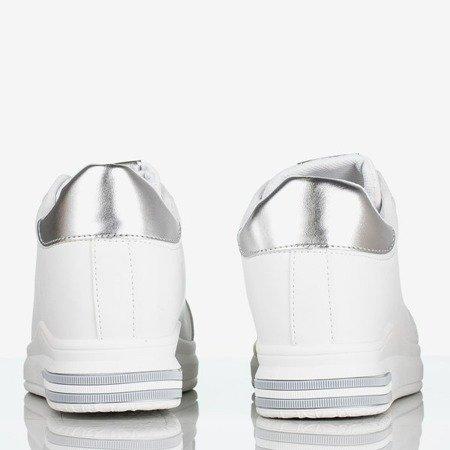 Biało - srebrne sportowe tenisówki na krytym koturnie Sliomena - Obuwie