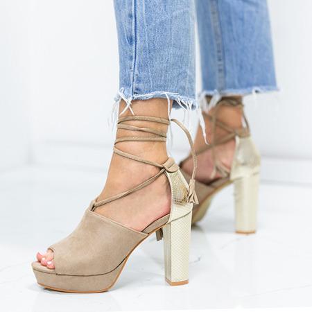 Brązowe sandały na słupku z wycięciem i wiązaniem Shirley - Obuwie