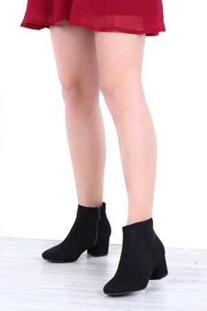 Czarne botki na słupku Lyanna- Obuwie