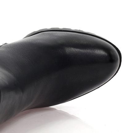 Czarne botki na obcasie - Obuwie