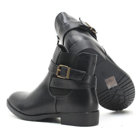 Czarne botki z klamrą - Obuwie