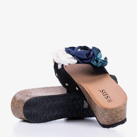 Czarne damskie klapki na koturnie z kwiatuszkami Sobola - Obuwie