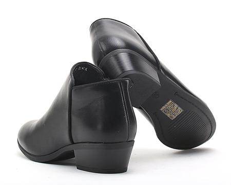 Czarne, klasyczne botki - Obuwie