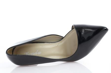 Czarne, lakierowane czółenka z wycięciem - Obuwie