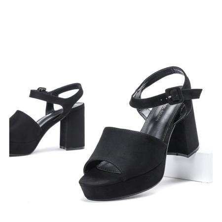 Czarne sandały na grubym słupku Clarisa - Obuwie