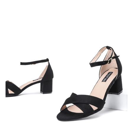 Czarne sandały na słupku Manika - Obuwie