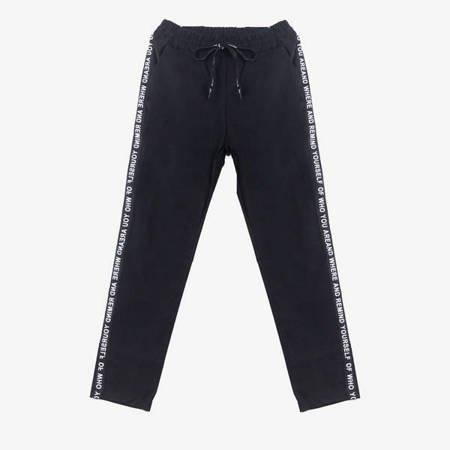 Czarne spodnie dresowe z lampasami - Odzież