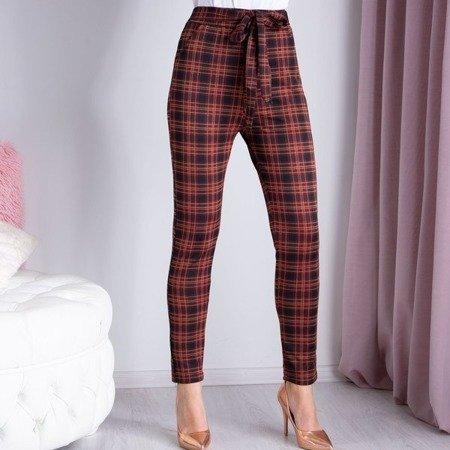 Czarne spodnie w czerwono-pomarańczową kratkę - Spodnie