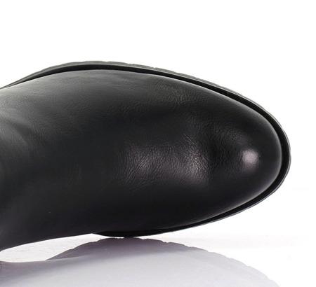 Czarne sztyblety z fakturowaną skórą - Obuwie