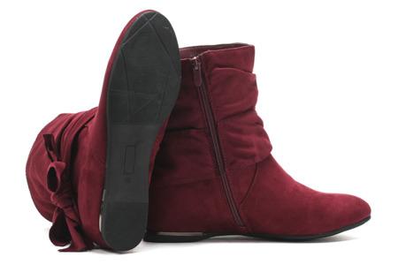 Czerwone botki na koturnie - Obuwie