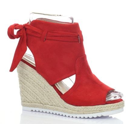 Czerwone sandały z cholewką - Obuwie