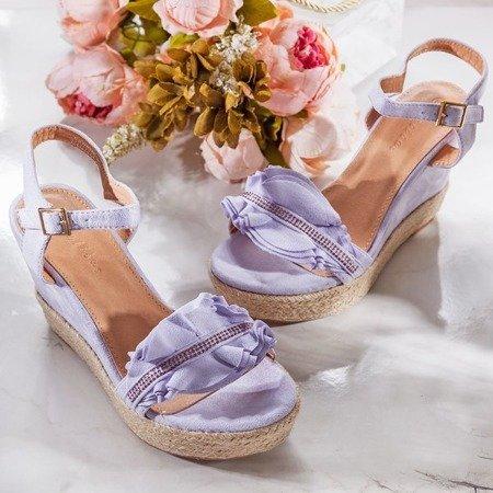 Fioletowe sandały na koturnie z falbankami Alisa - Obuwie