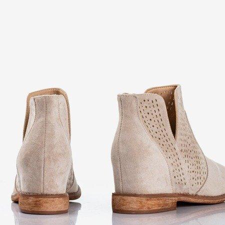 Jasnobeżowe botki na krytym koturnie a'la kowbojki Besis - Obuwie