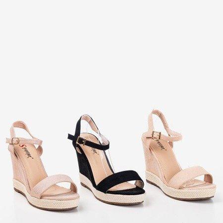 Jasnoróżowe damskie sandały na koturnie Zaseli - Obuwie