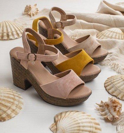 Jasnoróżowe sandały damskie na słupku Awilia - Obuwie