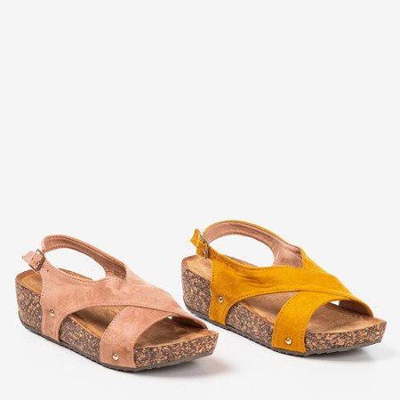 Różowe sandały damskie na koturnie Strolla - Obuwie