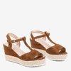 Brązowe ażurowe sandały damskie na koturnie Moris - Obuwie